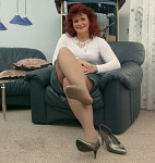 germannylonpics Mature woman in rht pantyhose