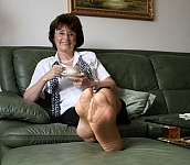 germannylonpics Mature women in pantyhose with reinforced toe